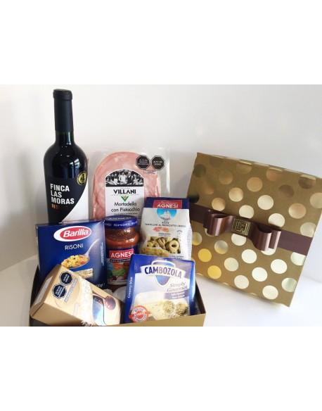 BOX VINO LAS MORAS+RISONI+CAMBOZOLA+TRTELLINI AL PROSCIUTTO+MORTADELA C/PISTACHO+CHOCOLATE LIND+SALSA BOLOÑESA